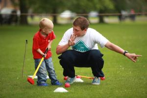 Learning golf skills at the TAKEPART Festival